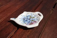 Tea bag plate - It is the perfect size to rest a used tea bag. Rings at the sink, earrings on nightstand or a tea light candle. Forget Me Not, Nightstand, Sink, Rest, Porcelain, Paintings, Candles, Plates, Bag