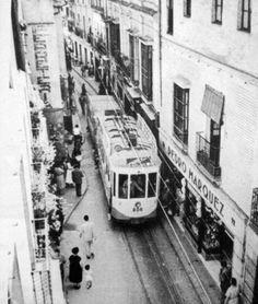 @SevillaInsolita : Así de estrecha era la primitiva c/ Imagen en 1954. En nada tiene que ver con la ensanchada y fea de hoy en día. http://bit.ly/1LGS9ih
