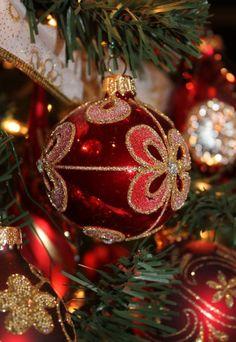 Elegant Christmas, Gold Christmas, Christmas Colors, Beautiful Christmas, Christmas Tree Ornaments, Merry Christmas, Christmas Decorations, Xmas, Holiday Decor