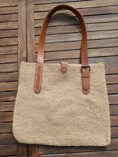 Jute, Cat Bag, Crochet Tablecloth, Crochet Fashion, Loom Knitting, Diy Crochet, My Bags, Straw Bag, Sewing Projects