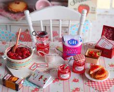 Miniature Making Strawberry Jam por CuteinMiniature en Etsy