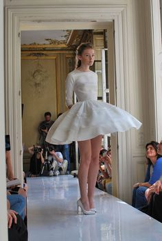 I love this wedding dress ❤️ Collection 2013 - Delphine Manivet Runway Fashion, High Fashion, Fashion Show, Womens Fashion, Delphine Manivet, White Wedding Dresses, Girls Be Like, Dress Codes, Looking For Women