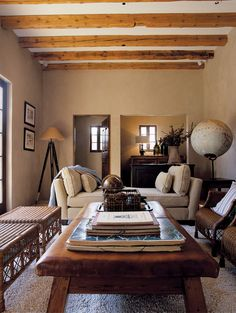 Jute Interior Design in suunnittelema kauniin rauhallinen sisustus. Ruokailutilaan on saatu mielenkiintoinen katseenvangitsija kiinnittämä...