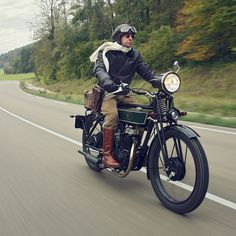 Fenders. A comfortable seat. Working lights. Room for luggage, and a license plate. The Black Douglas Sterling Mk 5 is proof that custom-built motorcycles can be functional and street legal. Now, where did I put my plus-fours?