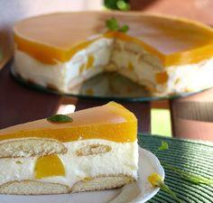 Nepečený dort s piškoty, vanilkovým krémem a broskvemi. Lehký a osvěžující na léto.