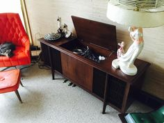 Captivating console compliments of style mavens the Foggs (who have impeccable taste in music too *hee hee* yay) :D