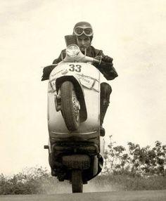 Vespa and life Piaggio Scooter, Vespa Bike, Vespa Scooters, Vespa 300, Pro Scooters, Triumph Motorcycles, Vintage Motorcycles, Ducati, Chopper