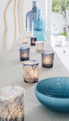 Motifs japonisants et imprimés bohèmes bleus habillent ces photophores en verre papier de riz - Bougies la Française