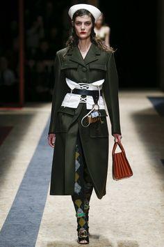 Prada Fall 2016 Ready-to-Wear Fashion Show  http://www.theclosetfeminist.ca/  http://www.vogue.com/fashion-shows/fall-2016-ready-to-wear/prada/slideshow/collection#6