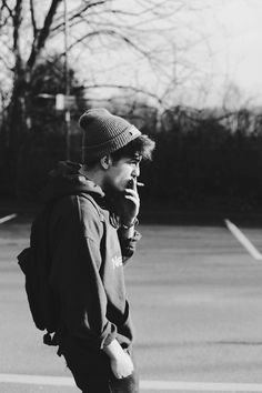 Black and white photo of smoking guy Black And White Portraits, Black And White Photography, Rafael Miller, School Looks, Indie Fashion, Hot Boys, Cute Guys, Emo Guys, Pretty Boys