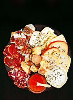 Tábuas de queijos e enchidos - há 10 novidades - Restaurantes - Sábado