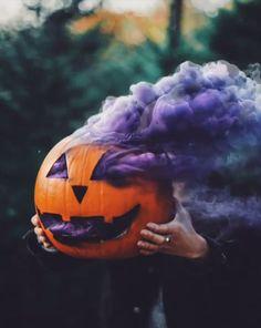 click visit button to see more cool halloween mood smoke purple pumpkin jack o lantern Halloween Tags, Halloween Fotos, Fall Halloween, Happy Halloween, Halloween Emoji, Halloween Horror, Photographie D' Halloween, Halloween Fotografie, Rauch Fotografie