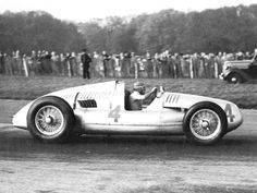 Tazio Nuvolari - Auto Union Type D, 1938 International Grand Prix at Donington. Vintage Sports Cars, Vintage Race Car, Pontiac Gtp, Grand Prix, Le Mans, Auto Union, Classic Race Cars, Formula 1 Car, Car And Driver