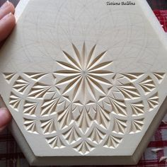 Chip carving (design by Tatiana Baldina) Wood Carving Patterns, Carving Designs, Wood Projects, Woodworking Projects, Wood Crafts, Diy Crafts, Leather Tooling Patterns, Chip Carving, Art Carved