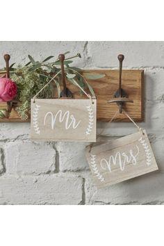 Pancartes Bois Dos de chaises MR MRS pour un mariage chic, vintage et rétro