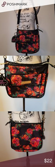 Betsey Johnson Bag Crossover bag by Betsey Johnson , in almost new condition . So cute !!! Betsey Johnson Bags Crossbody Bags