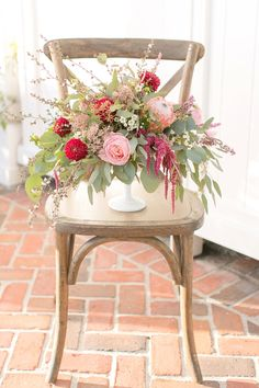 Pink and red centerpiece- gorgeous!