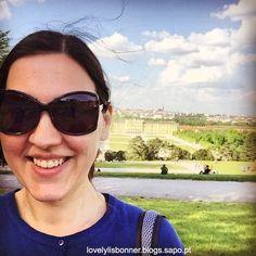 Viena - A minha visita ao Palácio de Shonbrunn e aos seus maravilhosos jardins. We Are The World, Sunglasses, World, The Journey, Helpful Hints, Travel Tips, Places, Gardens, Europe
