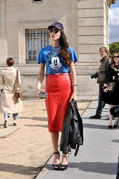 (via Diana Enciu, Paris Fashion Week Mode Grunge, Skirt Images, Disney Couture, Fashion Themes, Fashion Photo, Paris Fashion, Street Style Summer, Harajuku Fashion, Street Chic