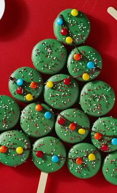 Here is a round up of easy Oreo Christmas treats that you can make. From Oreo Truffles to Oreo Brownies & more Oreo Christmas Desserts Recipes. Christmas Sweets, Noel Christmas, Christmas Goodies, Christmas Desserts, Holiday Treats, Christmas Baking, Holiday Parties, Holiday Fun, Christmas Lights