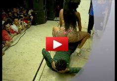 top model e politicianu Giulia Deamina è stato avvistato ballare sul palco per adulti | Stafeta