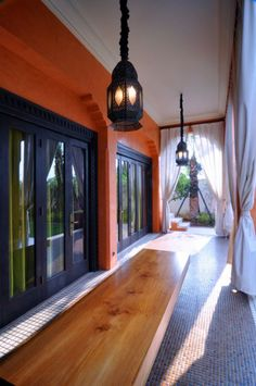 Very few people would ever think to implement Moroccan style at their home. but this huge home really kicks with it's Modern Moroccan style. Interior designed by Hidajat Endramukti. Modern Moroccan, Moroccan Design, Moroccan Style, Moroccan Theme, Morrocan Architecture, Architecture Design, Terracota, Modern Interior Design, Interior Design Inspiration
