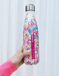 Lilly for Starbucks S'well (Swell Bottle Monogram) Swell Water Bottle, Cute Water Bottles, Drink Bottles, Starbucks Water Bottle, Thermal Flask, Water Well, Bottle Design, Things To Buy, Lilly Pulitzer