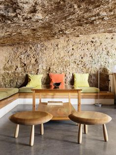 A cave house is an unique hypogeum building, tipical of South Spain (called in Spanish casa cueva).You can sleep in a cave house in Spain. Scandinavian Interior Living Room, Living Room Interior, Living Room Decor, Cave House, Modern Decorative Objects, Rural House, Architectural Elements, Modern Interior Design, Dining Area