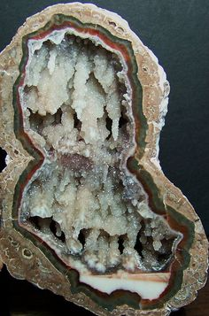 Baker Thunderegg with double chamber cascade stalagtites / Mineral Friends <3