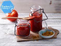 Unser Rezept für Tomatenketchup ist schnell gemacht und kommt ganz ohne Zucker aus. Perfekt für alle Fans von Clean Eating, Low Carb und Paleo!