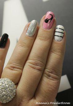 Hanna's PowderRoom Blog              Nails