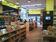 Imagen interior librería Espacio Lector Nobel Universal