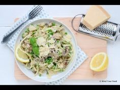 Lichter dan een gewone risotto, maar deze bloemkool risotto is minstens net zo lekker! Een makkelijk recept boordevol groenten! Wel met Parmezaanse kaas!