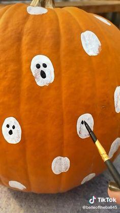 Halloween Food For Party, Outdoor Halloween, Diy Halloween Decorations, Halloween House, Holidays Halloween, Spooky Halloween, Halloween Pumpkins, Happy Halloween, Comment Dresser Une Table