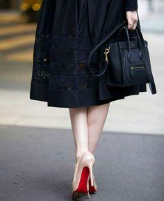 "Céline's World no Instagram: ""No words needed  #Celine nano luggage in black @rachparcell"""