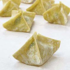 Baked Cream Cheese Wontons, a favorite Chinese American appetizer. Check out this baked, not fried version. So much healthier and just as yummy! Cream Cheese Wontons, Cream Cheese Filling, Yummy Appetizers, Appetizer Recipes, Italian Appetizers, Chinese Appetizers, Simple Appetizers, Dessert Recipes, Baked Wontons