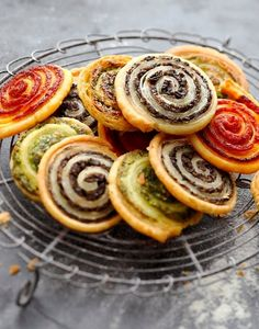 Snail puff pastry for aperitif - recettes - Vegetarian Recipes Dinner Party Recipes, Brunch Party, Healthy Brunch, Healthy Snacks, Vegetarian Recipes, Snack Recipes, Antipasto, Finger Foods, Food Porn