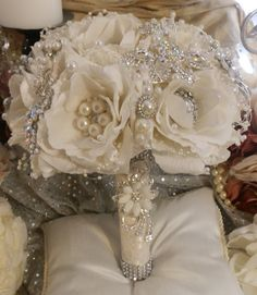 CUSTOM GLAM Brooch Bouquet Large Vintage by Elegantweddingdecor