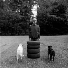 Photo by David Hurn G.B. Wales. Keith Arnatt. Teacher and conceptual artist. Projects include ÔSelf Burial 1969Õ and ÔWalking the Dog 1979Õ. 1999. (C) David Hurn / Magnum Photos