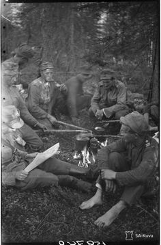 Korpisoturien kahvitauko syvällä Ilomantsin saloilla 7.8.1944.