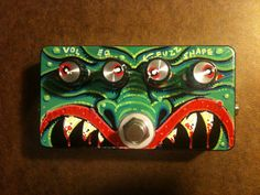 4-eyed green monster guitar fuzz pedal