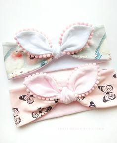 Best 11 Baby headbands and turbans – Just Trendy Girls: … – – SkillOfKing. Headband Bebe, Knot Headband, Baby Headbands, Baby Bling, Baby Bows, Mode Junior, Baby Diy Projects, Baby Hair Accessories, Baby Turban