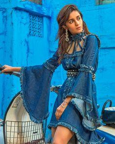 Alia Bhatt for Vogue India 2017 Photoshoot ★ Desipixer ★ Bollywood Girls, Bollywood Fashion, Bollywood Actress, Pakistani Actress, Bollywood Stars, All Hollywood Actress, Most Beautiful Hollywood Actress, Indian Celebrities, Bollywood Celebrities