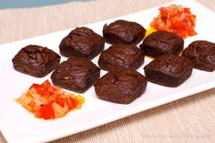 Mini Brownies de Morcilla con Chutney de Pimiento 18 Finger Food Appetizers, Finger Foods, Chutney, Mini Foods, Canapes, Brownies, Muffin, Menu, Candy