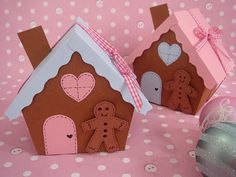 DIY Adorable gingerbread treat boxes. Free pattern & instructions.