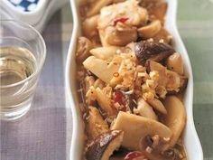 栗原 はるみさんのエリンギを使った「ミックスきのこのマリネ」のレシピページです。コンソメねぎドレッシングをつかった簡単マリネ。きのこは好みのものを2~3種類組み合わせて。 材料: エリンギ、生しいたけ、マッシュルーム、にんにく、赤とうがらし、コンソメねぎドレッシング、オリーブ油