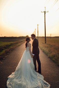 PRE-WED Wedding Photography - Photographer riding a heavy machine Ethan- Pre Wedding Shoot Ideas, Wedding Couple Photos, Wedding Couples, Wedding Pictures, Foto Wedding, Dream Wedding, Country Garden Weddings, Pre Wedding Photoshoot, Wedding Photography Poses