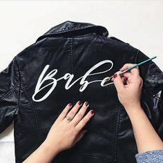 Bridesbabe DIY Leather Jacket Kit - g r a p h i c t e e - Diy Leather Jacket, Painted Leather Jacket, Custom Leather Jackets, Look Fashion, Diy Fashion, 2018 Wedding Trends, Jean Jacket Outfits, Painted Clothes, Painting Leather