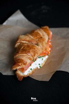 Smoked Salmon Croissant With Cream Cheese. I've never tried smoked salmon but this looks so good. A comfort food. Think Food, I Love Food, Good Food, Yummy Food, Salmon Recipes, Seafood Recipes, Cooking Recipes, Healthy Recipes, Tapas