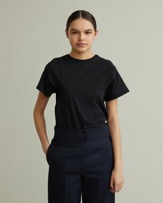 The Espera Tee is a true Totême classic made from organic cotton – A modern take on the classic tee with a shaped body and curved seams at sleeve. Personal Shopping, Size Model, Designing Women, Organic Cotton, Normcore, Apothecary, Tees, Classic, Camel